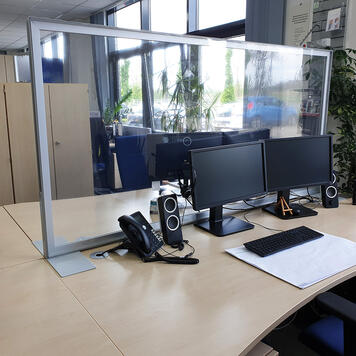 """Cloison de séparation """"Desk"""" avec bâche transparente pour bureaux"""